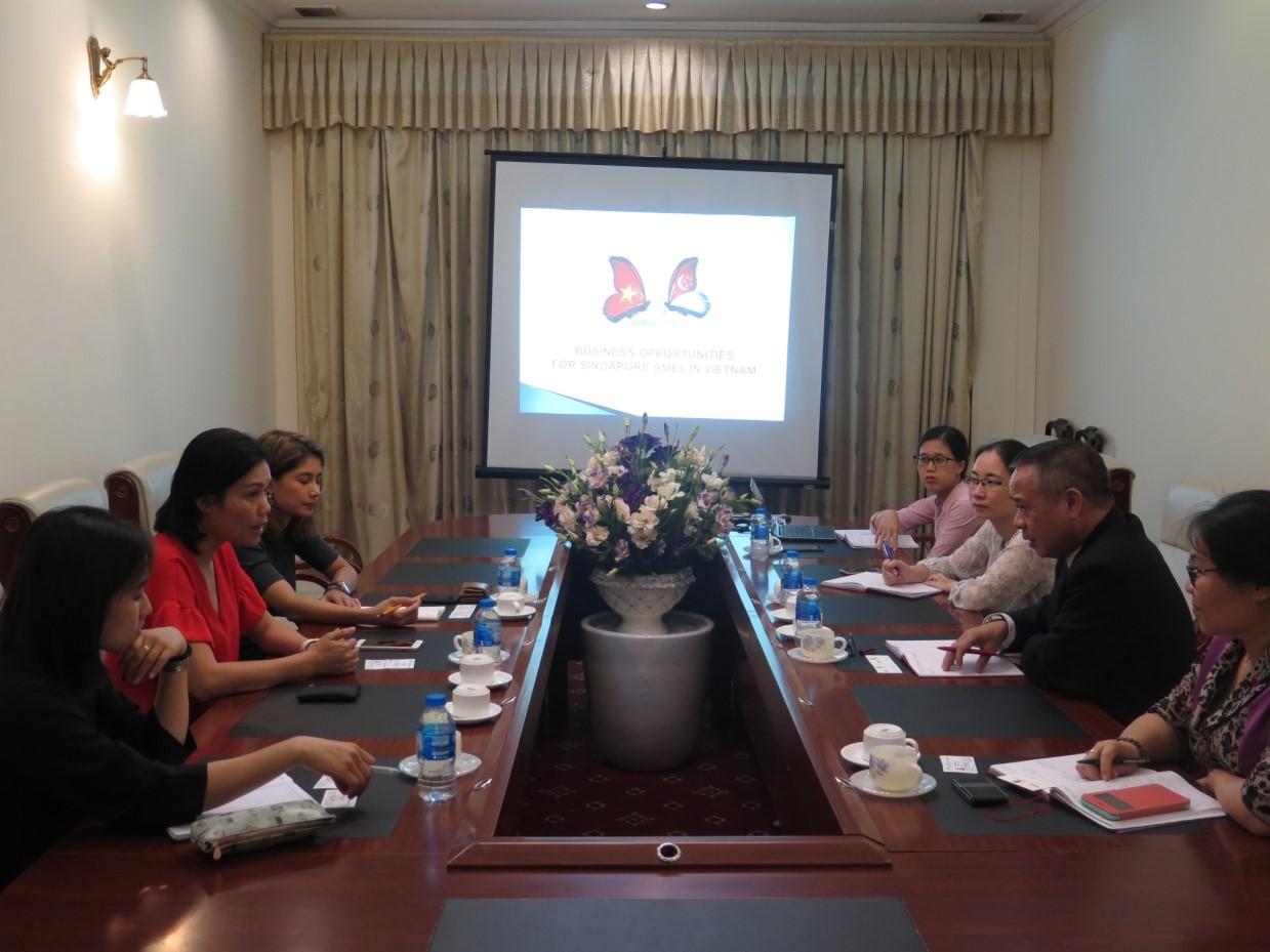 Trung tâm Nghiên cứu và Phát triển hội nhập khoa học và công nghệ quốc tế tiếp và làm việc với Cục Doanh nghiệp Cộng hòa Singapore